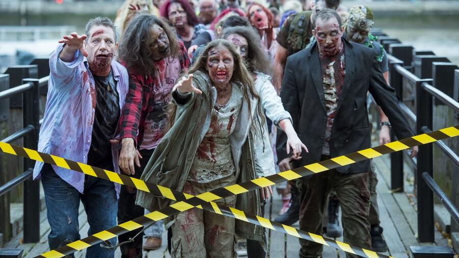 Zombie, které známe z filmů, jsou divoké potvory. Co však málo lidí ví, je, že skutečný život je také plný znepokojivých případů zombifikace mezi rostlinami a zvířaty nebo dokonce i v některých zvláštních případech ... lidí. Podívejte se na skutečné zombie příběhy, které dělají zombie horory ještě strašidelnějšími! (Geoff Pugh/REX/Shutterstock)